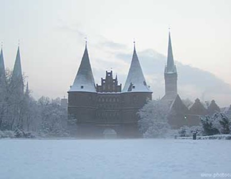 Lübecker Holstentor im Winter